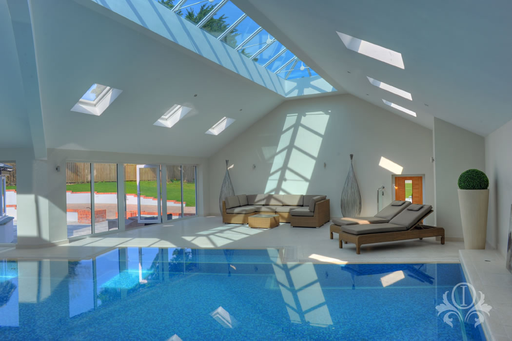 Swimming pool interior design for surrey berkshire for Swimming pool architecture