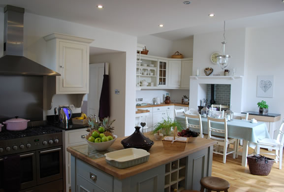 Kitchen designs country style kitchen esher surrey for Kitchen ideas guildford